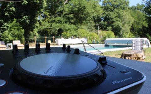Sonorisation d'un vin d'honneur au bord de la piscine